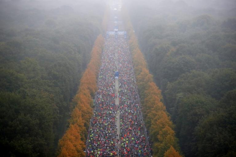 Γερμανικές εκλογές: Άλλοι ψηφίζουν και άλλοι… τρέχουν! [pics] | Newsit.gr