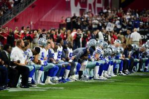 Δεν «υπάκουσαν» τον Τραμπ! Στο NFL γονάτισαν και πάλι στον εθνικό ύμνο