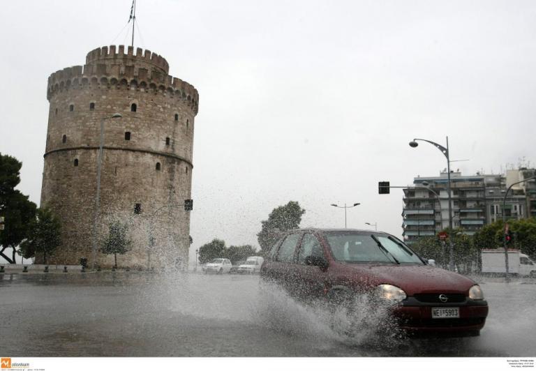 Θεσσαλονίκη: Πλημμύρες, τροχαία και εγκλωβισμοί από την κακοκαιρία – Οι εικόνες της καταιγίδας [pics, vids] | Newsit.gr