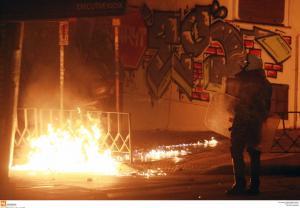 Θεσσαλονίκη: Μία σύλληψη για τα επεισόδια – Ζημιές στην πορεία μνήμης για τον Παύλο Φύσσα [vids]