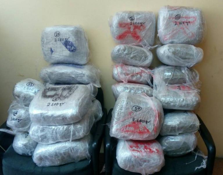 Γιάννενα: Διπλή αστυνομική επιχείρηση με 4 συλλήψεις – Κατασχέθηκαν πάνω από 100 κιλά χασίς [pic] | Newsit.gr