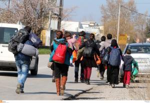 """Θεσσαλονίκη: Η πεζοπορία της απελπισίας – Μόνοι, αβοήθητοι και """"στεγνοί"""" από χρήματα μετά την εκμετάλλευση!"""