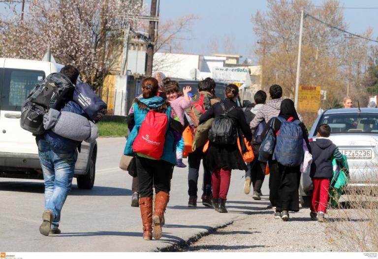 Θεσσαλονίκη: Η πεζοπορία της απελπισίας – Μόνοι, αβοήθητοι και «στεγνοί» από χρήματα μετά την εκμετάλλευση! | Newsit.gr