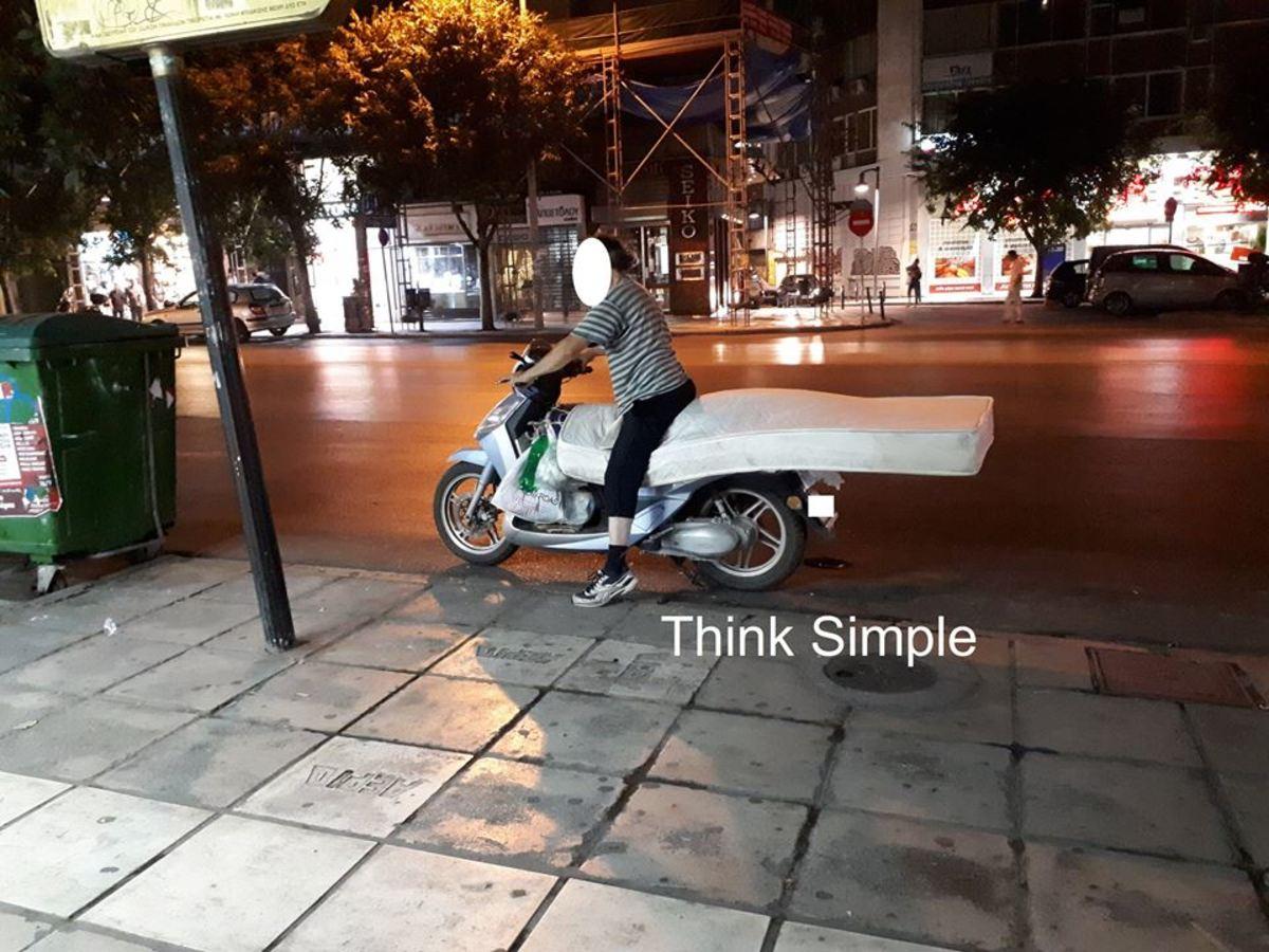 Θεσσαλονίκη: Τους «κούφανε» ο οδηγός πάνω στο μηχανάκι του
