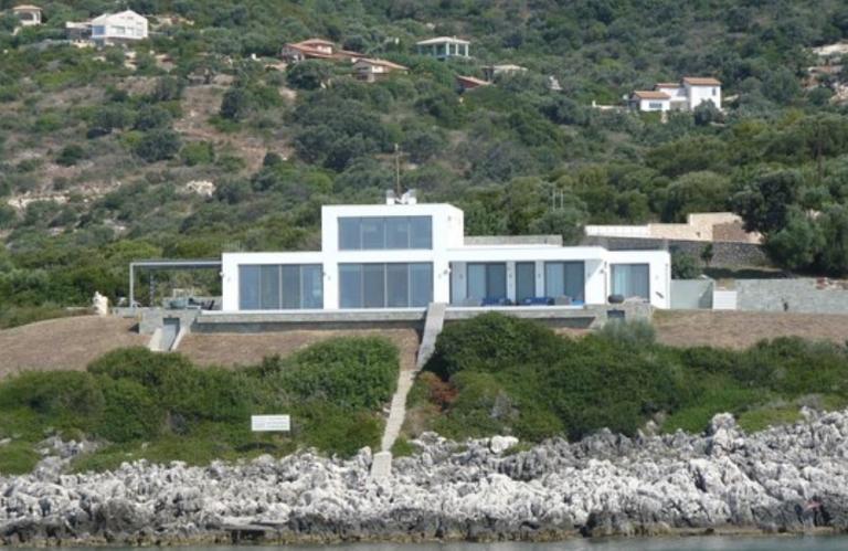 Λευκάδα: Αυτή είναι η εκπληκτική βίλα του Armani στα Σύβοτα – Μαγνητίζει τα βλέμματα όλων [pics]