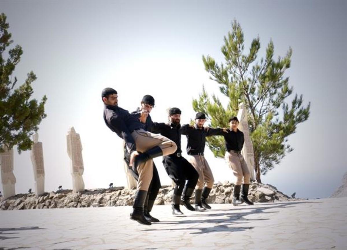 Κρήτη: Ο βουβός πεντοζάλης που μάγεψε τον Προκόπη Παυλόπουλο – Ο χορός της λεβεντιάς [pics, vid] | Newsit.gr