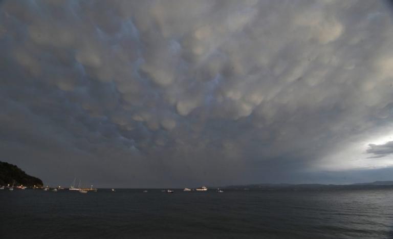 Θάσος: Εγκλωβίστηκαν σε μοναστήρι λόγω κακοκαιρίας – Τα προβλήματα που άφησαν οι καταιγίδες στο νησί! | Newsit.gr