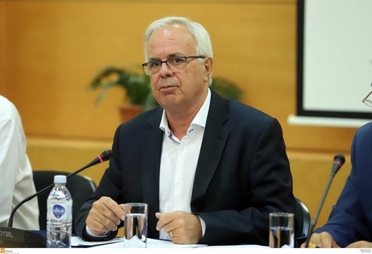 Καστοριά: Οι επίμονες ερωτήσεις στον Βαγγέλη Αποστόλου – Τι είπε ο υπουργός για τις αποζημιώσεις… | Newsit.gr