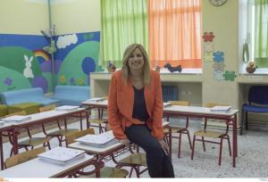 Θεσσαλονίκη: Αγιασμός με τη Φώφη Γεννηματά – Κάθισε στα θρανία και χαιρέτησε μαθητές [pics]