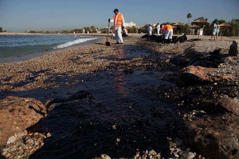 Πετρελαιοκηλίδα στον Σαρωνικό: Συνελήφθησαν ο πλοίαρχος και ο μηχανικός   Newsit.gr