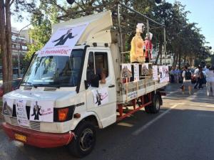 Θεσσαλονίκη: Φαντασία και οργή στο καραβάνι της υγείας – Κούκλες, μπαλόνια και συνθήματα [pics, vids]