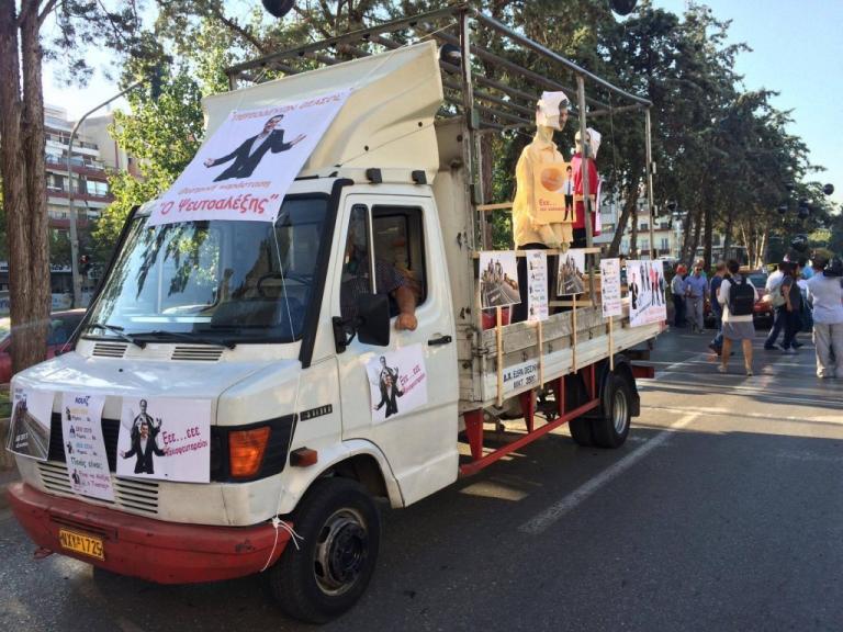 Θεσσαλονίκη: Φαντασία και οργή στο καραβάνι της υγείας – Κούκλες, μπαλόνια και συνθήματα [pics, vids] | Newsit.gr