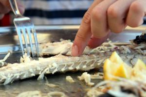 Ρόδος: Μαχαίρωσε τον σερβιτόρο μπροστά στους πελάτες – Χαμός σε εστιατόριο της παλιάς πόλης!