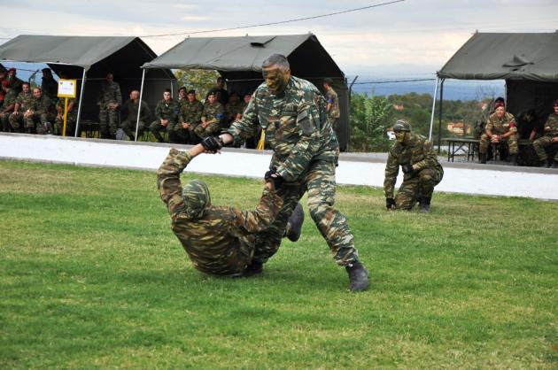 Στρατιωτικοί Αγώνες: Μηχανοκίνητοι εναντίον Καταδρομέων με το βλέμμα στο τρόπαιο [pics] | Newsit.gr
