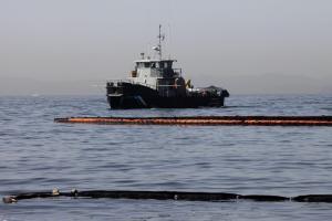 Πετρελαιοκηλίδα: Νέο δεξαμενόπλοιο για την απάντληση των καυσίμων από το ναυάγιο