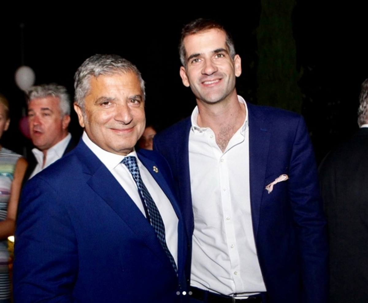 Ο Κώστας Μπακογιάννης έγινε νονός! [pics] | Newsit.gr