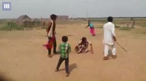 Σοκαριστικές σκηνές! Αρπάζουν ανήλικη νύφη από τη μητέρα – Την είχε τάξει ο πατέρας