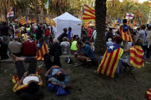 Χάος στην Ισπανία πριν το απαγορευμένο δημοψήφισμα – Στέλνουν επιπλέον δυνάμεις στην Καταλονία
