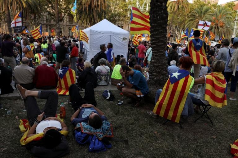 Χάος στην Ισπανία πριν το απαγορευμένο δημοψήφισμα – Στέλνουν επιπλέον δυνάμεις στην Καταλονία   Newsit.gr