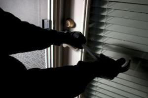 Βοιωτία: Ξύπνησαν και αντίκρισαν 5 κουκουλοφόρους με πιστόλια και λοστούς!