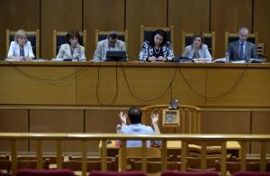 Δίκη Χρυσής Αυγής: Συνεχίζεται η διαδικασία – Άδεια εδώλια και καταθέσεις με τηλεδιάσκεψη