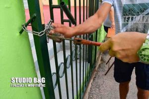 Αργολίδα: Παραβίασαν την εξώπορτα για να γίνει αγιασμός στο σχολείο – Οι σκηνές απείρου κάλλους [pics, vid]