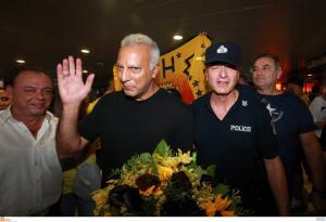 Γκάλης: Υποδοχή στο αεροδρόμιο! «Νιώθω πως γυρίζω από μεγάλη νίκη» [pics]