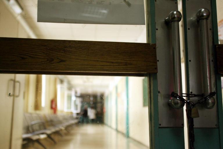 Χειροπέδες σε γνωστό γιατρό δημόσιου νοσοκομείου για φακελάκι   Newsit.gr