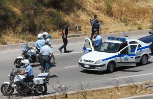 Καταδίωξη διακινητή στην Εγνατία – Είχε στοιβάξει στο αυτοκίνητο 10 μετανάστες