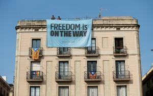 Καταλονία – Δημοψήφισμα: Μετράνε κέρδη και ζημιές Βαρκελώνη και Μαδρίτη