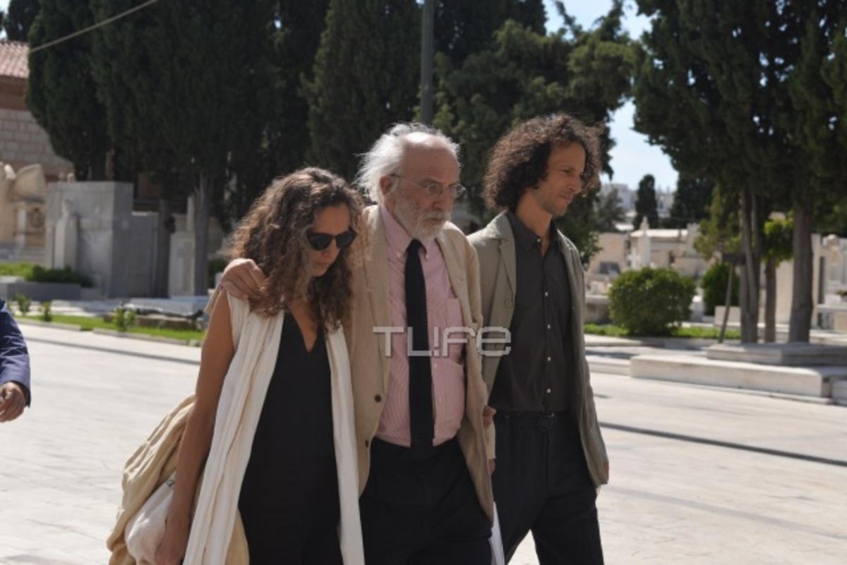 Αλέξανδρος Λυκουρέζος: Με την Μαρία Ελένη και τα δυο παιδιά από τον πρώτο του γάμο στο μνημόσυνο της Ζωής Λάσκαρη   Newsit.gr