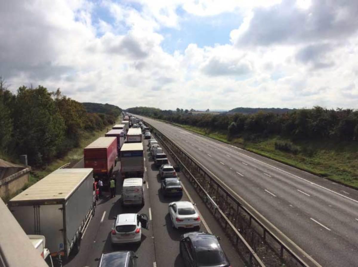 Υποπτο αντικείμενο «έκλεισε» μεγάλο αυτοκινητόδρομο στην Βρετανία [pics, vid] | Newsit.gr