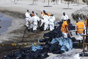 Πετρελαιοκηλίδα: «Σε τρεις ώρες ανταποκρίθηκε ο EMSA»