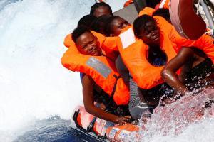Πάνω από 100 αγνοούμενοι μετά από ναυάγιο ανοιχτά της Λιβύης