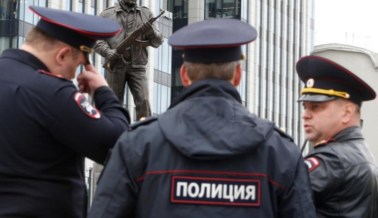 Κανίβαλοι έφαγαν 30 ανθρώπους – Χειροπέδες στο ζευγάρι | Newsit.gr