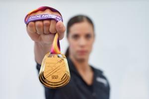 Κατερίνα Στεφανίδη: Η backstage φωτογράφιση της υπερ-πρωταθλήτριας, το Βρυξέλλες-Αθήνα-Μύκονος και η σημασία της στήριξης