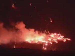 Σαντορίνη: Εκπληκτικές εικόνες στην καλντέρα – Η αναπαράσταση της έκρηξης του ηφαιστείου καθήλωσε τους πάντες [vids]