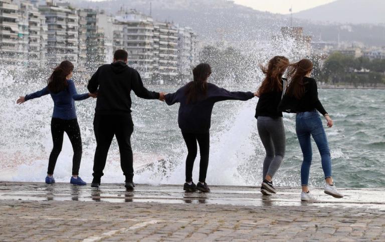 Καιρός: Ισχυροί άνεμοι το σαββατοκύριακο! Πότε εξασθενούν | Newsit.gr
