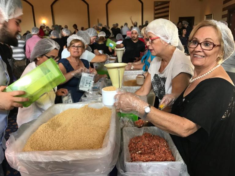 Εκατό χιλιάδες γεύματα για τα παιδιά της Αφρικής ετοιμάστηκαν στη Θεσσαλονίκη | Newsit.gr