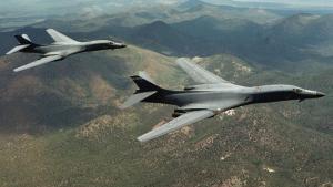 """Βόρεια Κορέα: Ανεβαίνει επικίνδυνα το """"θερμόμετρο – Επίδειξη δύναμης από αμερικανικά βομβαρδιστικά"""