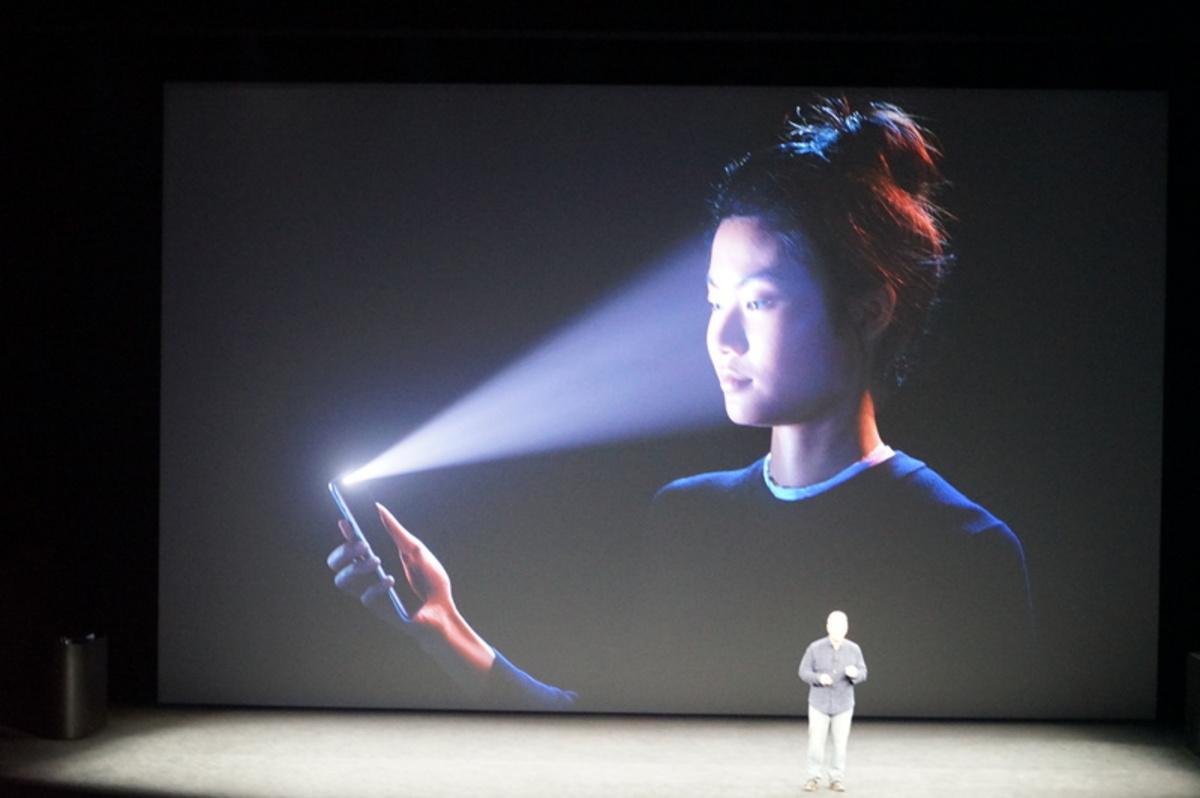 apple event70 - Αυτό είναι το επετειακό iPhone X της Apple!