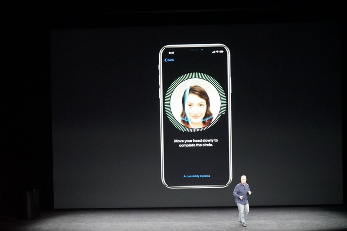 apple event73 - Αυτό είναι το επετειακό iPhone X της Apple!