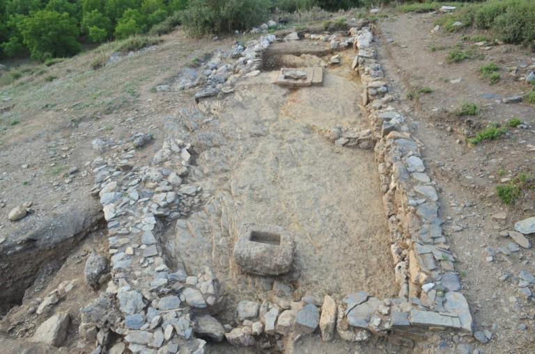 Νέα ευρήματα στο ιερό της Αμαρυσίας Αρτέμιδος στην Αμάρυνθο | Newsit.gr