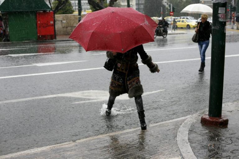 Καιρός – Πάρτε μπουφάν και ομπρέλα! Δυναμώνουν οι βοριάδες