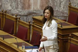 Αχτσιόγλου: Η κυβέρνηση θέλει να σταθεί «όρθιος» ο ΕΔΟΕΑΠ