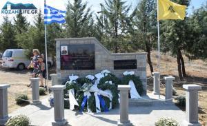 Συγκίνηση στα αποκαλυπτήρια του μνημείου για τον Στάθη Λαζαρίδη [vid]