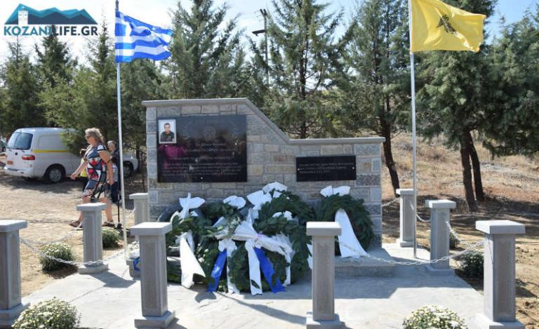 Συγκίνηση στα αποκαλυπτήρια του μνημείου για τον Στάθη Λαζαρίδη [vid] | Newsit.gr