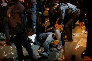 Ισπανία: Μια χώρα που αναβλύζει το μίσος – Χάος και πολιορκίες ισπανών από ισπανούς στη Βαρκελώνη