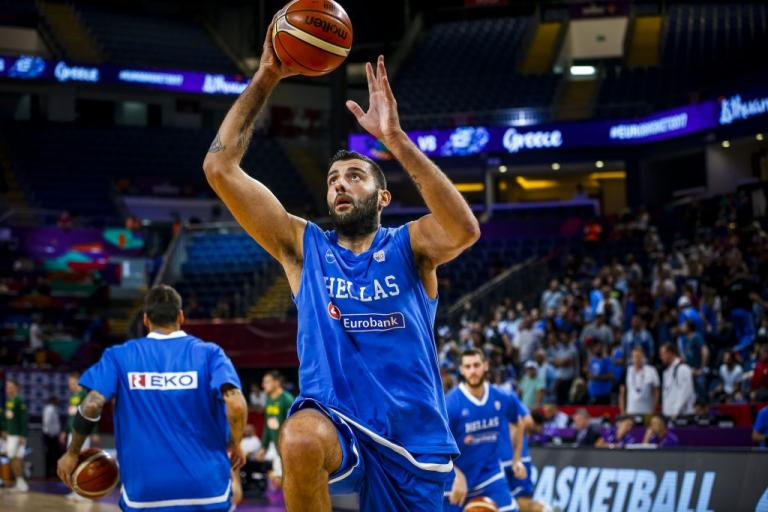 Eurobasket 2017: Ο «τρελός» χορός του Μπουρούση πριν το Ελλάδα – Ρωσία [vid]