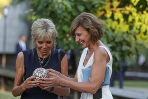 Μπριζίτ Τρονιέ: Θα ντυθεί «ελληνίδα» στην Αθήνα